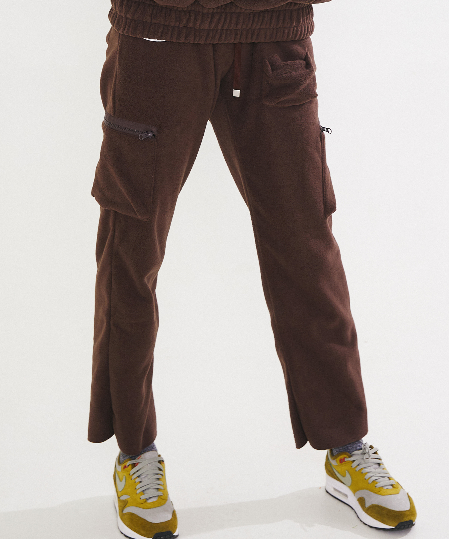 FLEECE CARGO PANTS - BROWN